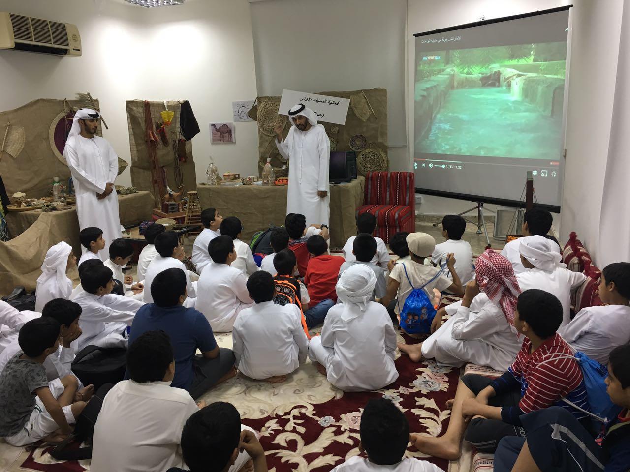 مركز العين بالتعاون مع مركز زايد للدراسات والبحوث بنادي تراث الإمارات ينظم ورشة عمل بعنوان (المقيظ في واحةالعين) ضمن فعاليات ملتقى السمالية الصيفي 2017